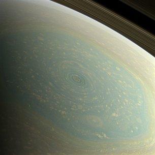 Huracán en el polo norte de Saturno
