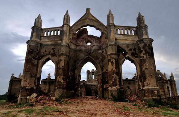 Esta iglesia fue construida hace unos 200 años a orillas del río Hemavathi cerca de Hassan, India