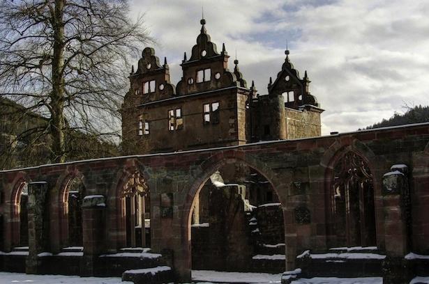 10. Monasterio del siglo XV en el Bosque Negro en Alemania