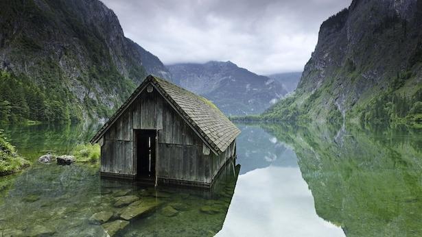 6. Una cabaña de pesca en un lago en Alemania